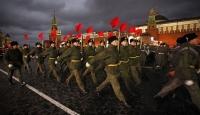 """""""Bolşevik Devrimi""""ni Kutladılar"""