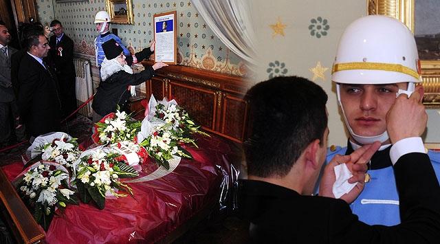 Atatürk İçin Dolmabahçede Hüzünlü Anma