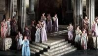 Medea İntikamını Operada da Alıyor!