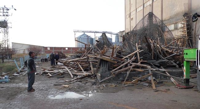 Konyada bina çöktü