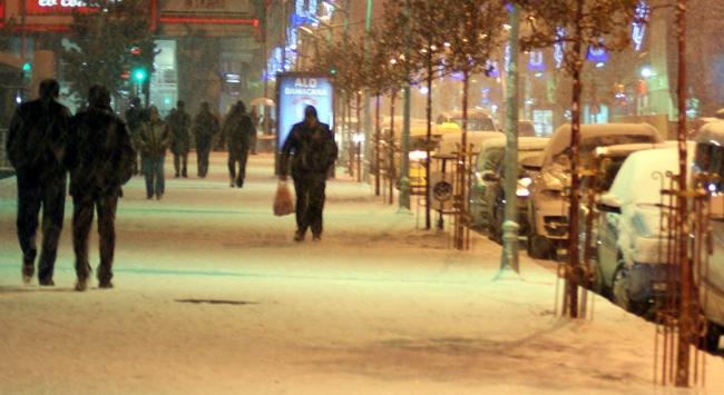 Erzurum güne karla başladı