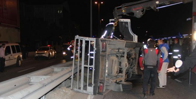 Tüp kamyonu devrildi
