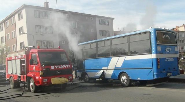 Halk otobüsünde yangın paniği