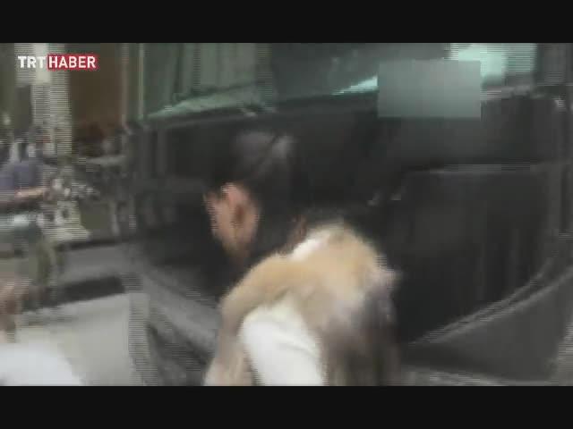 Adriana Lima otobüse kafa attı