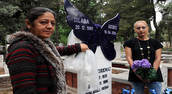 Kızının mezarına kelebekten mezar taşı yaptı
