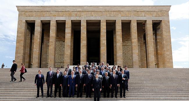 Bakan Kılıçtan Anıtkabire 19 Mayıs ziyareti