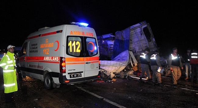 TIRla çarpıştı: 7 kişi yaralandı