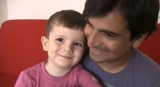 3 yaşında okuma yazma biliyor İngilizce konuşuyor