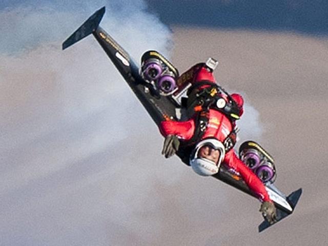 """""""Jet Adam""""dan Yine Sıradışı Bir Gösteri"""