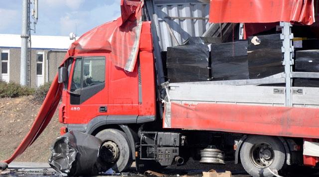 Konyada trafik kazası: 2 ölü 1 yaralı