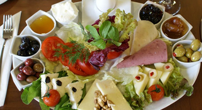 İftarda peynir, zeytin, domates tüketin