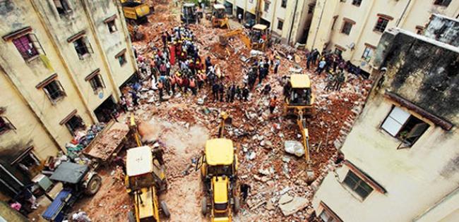 Hindistanda aynı gün ikinci bina çökmesi