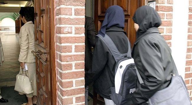 Kazakistandaki okullarda başörtü yasağı