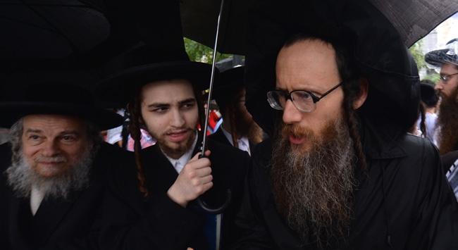 Yahudiler İsraile tepki gösterdi