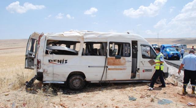 Şanlıurfada minibüs devrildi: 1 ölü, 13 yaralı