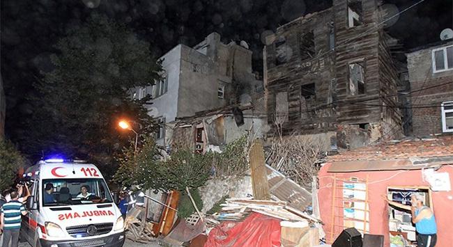 Fatihte bina çöktü