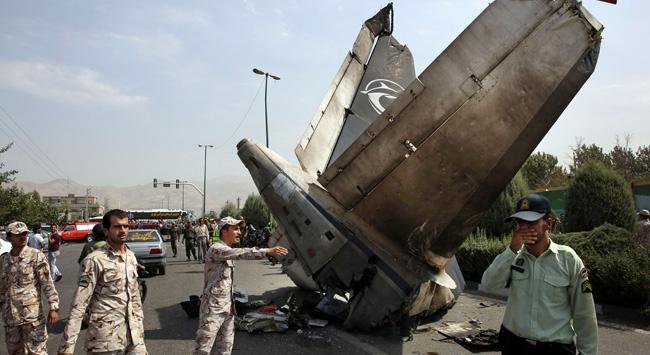 İranda uçak düştü