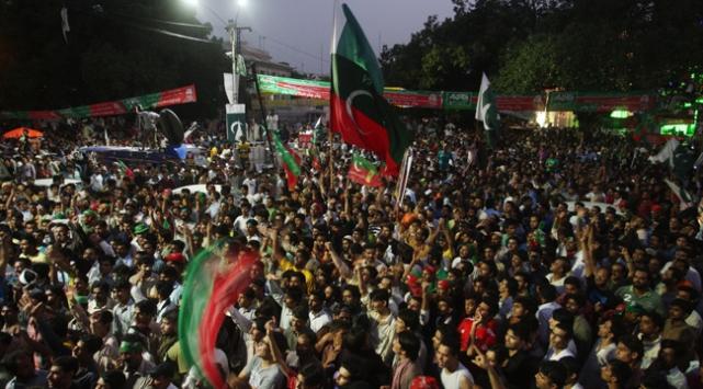 Hükümet karşıtları İslamabada yürüyor