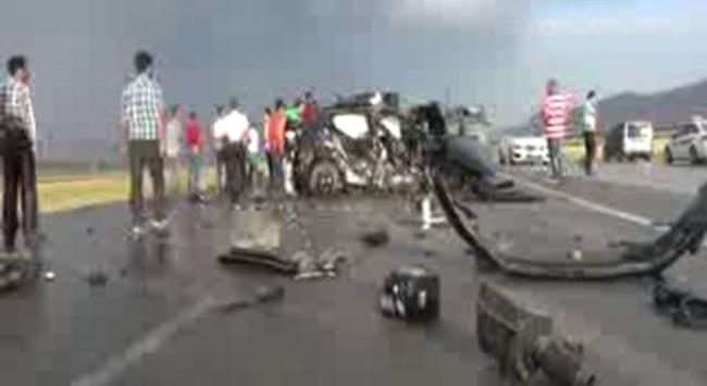 Ağrıda trafik kazası: 3 ölü