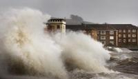 İngiltere'de Kasırga Gibi Fırtına