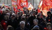 Fransa'da Sendikalar Sokaklarda