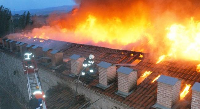 Tarihi Taşhanda yangın