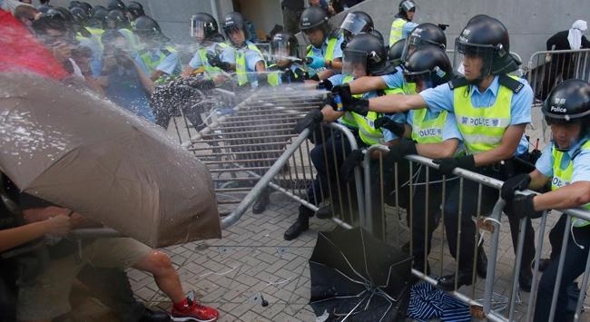 Polis sokaklardan çekildi