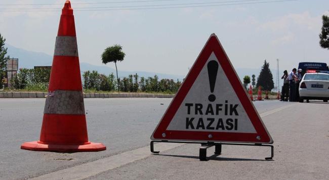 Yolcu midibüsü devrildi: 2 ölü, 19 yaralı