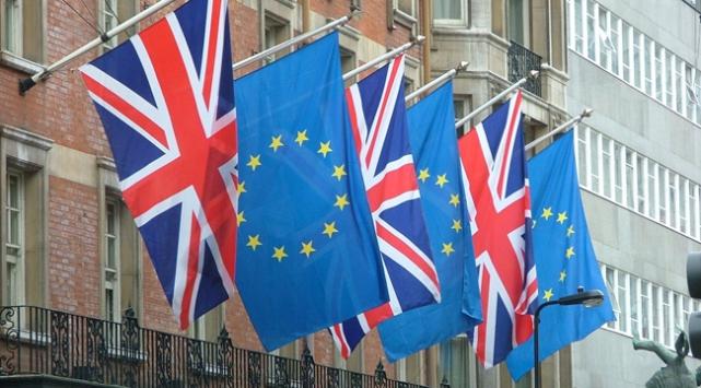 AB ile İngiltere arasındaki yeni ortaklık şekli müzakereleri başlıyor
