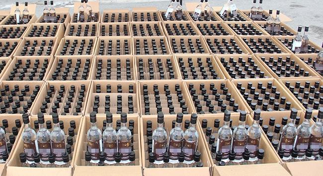 Otogarda kaçak içki operasyonu