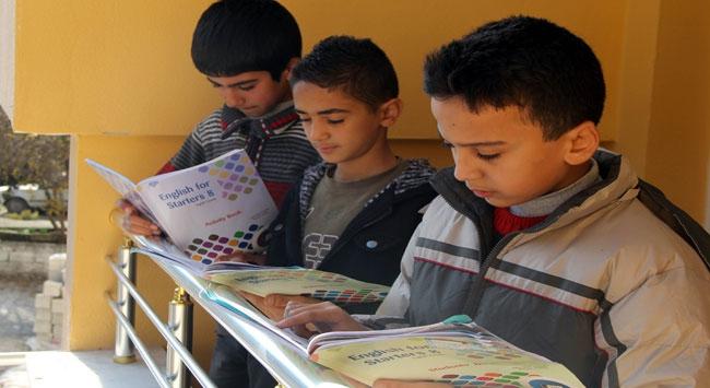 Suriyeli çocuklar, eğitime ilgi gösteriyor