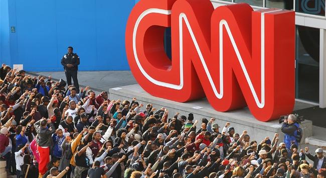 CNN önünde dev protesto