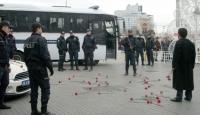 Canlı Bomba (!) Polise Karanfil Attı