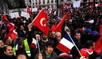 Türklerden Paris'te Tarihi Gösteri