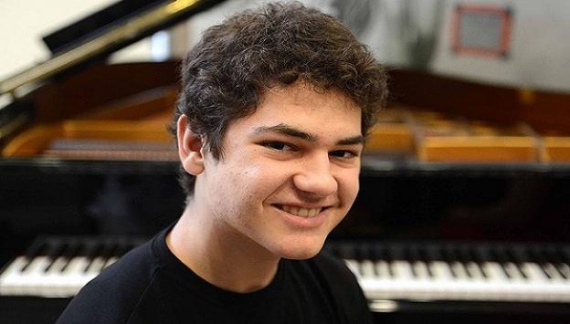Suriyeden kaçan genç piyanist Türk vatandaşı oldu