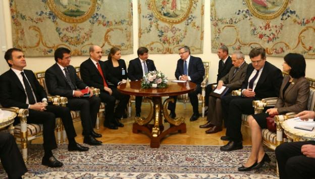 Davutoğlu, Polonya Cumhurbaşkanı ile görüştü