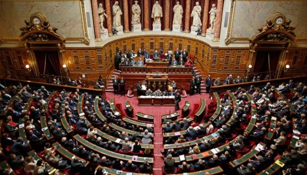 Fransa Parlamentosu çalışma yasa tasarısını onayladı