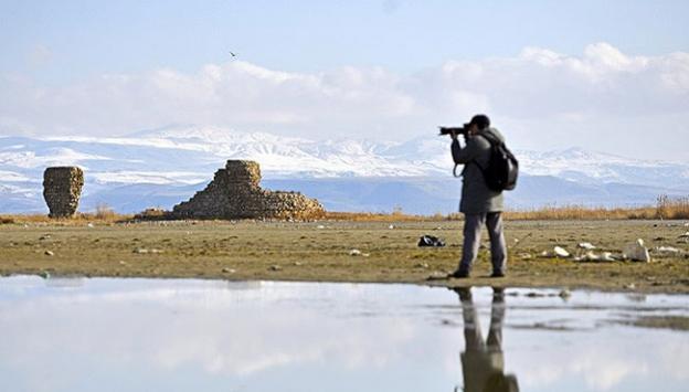 Van Gölü çekilince tarihi kalıntılar ortaya çıktı