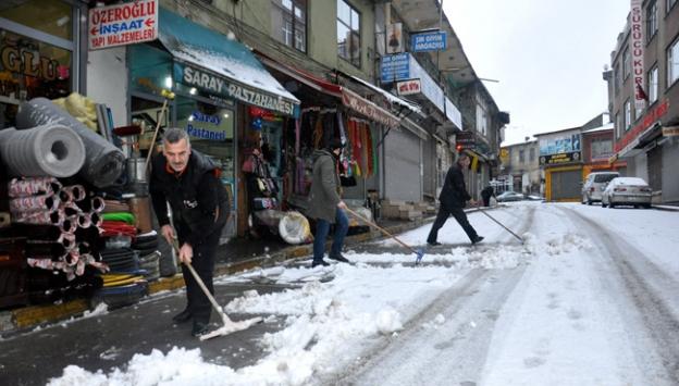 Muşta etkili kar yağışı