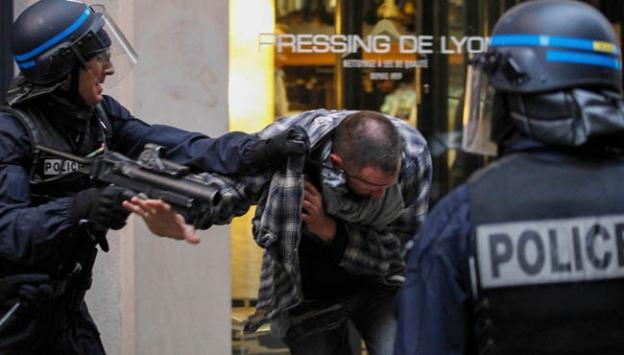 Macrona hakaret eden şüpheli gözaltına alındı