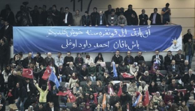 Kongreye damgasını vuran Osmanlıca afiş