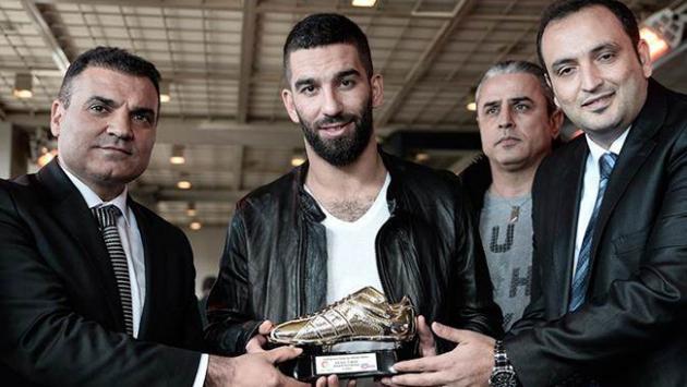 Avrupada Yılın Futbolcusu ödülü Arda Turana