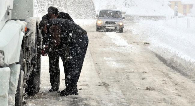 Siirtte kar yağışı nedeniyle kapalı 120 köy yolu ulaşıma açıldı