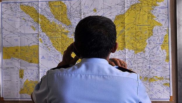 Endonezyada AirAsia uçağı ile irtibat kesildi