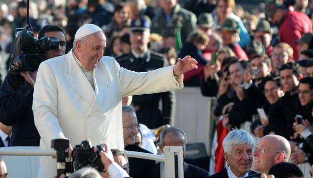 Papa köstebek skandalına öfkelendi