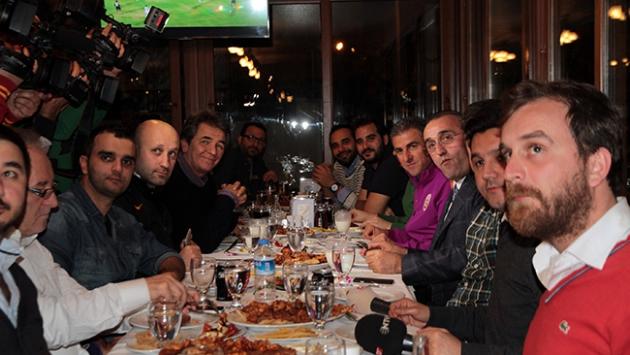 Albayrak ve Hamzaoğlu basınla yemekte buluştu