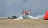 Motorla Uçağın Üzerinden Atlıyor