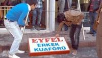 Eyfel Gitti, Petek Geldi
