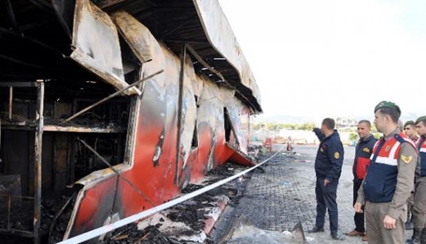 Fabrika yatakhanesinde korkunç yangın