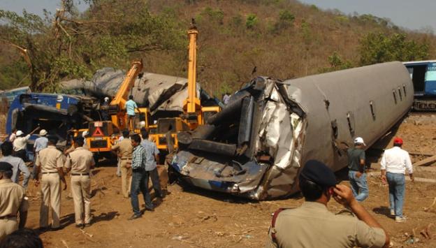 Hindistanda tren kazası: 11 ölü